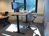 S670 met deskbike en monitorarm | kies voor een gezonde werkplek bezoek Worktrainer.nl